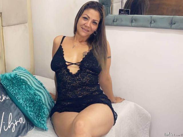 Watch PaulineBakerr live on cam at ImLive